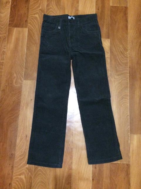 продаю новые вельветовые брюки на рост 140-146 за 700 рублей