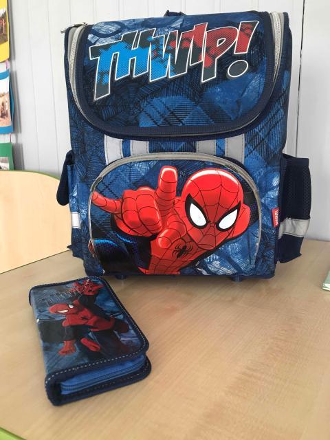 Продаю школьный рюкзак с пеналом  в хорошем состоянии