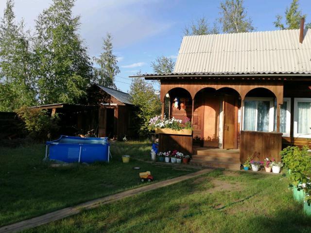 Продаю дом в Захаровке. Дом из бруса 7*11, две брусовые теплицы (3*6и 3*5) баня 5*3, все в собственности, летний водопровод, 2 ёмкости по 1 куб, маленький летний дом, участок 12 сот.
