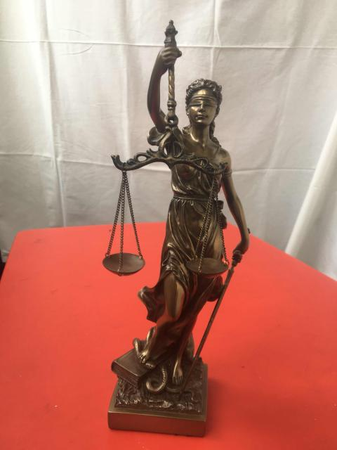 Продаю статуэтку Фемиды (богини правосудия)