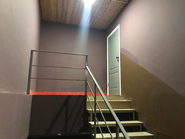 Продаётся благоустроенное здание, 3 этажа , 313 кв м, участок 4 сотки, назначение « под магазин», все в собственности , документы в порядке, с арендаторами.