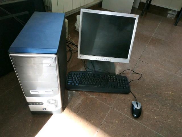 """Продаю офисный компьютер в сборе Core2 6400 2.3ghz 2 ядра 4gb ram 250gb hdd Radeon 5700 series Монитор 17""""  Мышь, клавиатура, наушники. Идеально подойдёт для офиса, фильмов, слабых игрушек."""