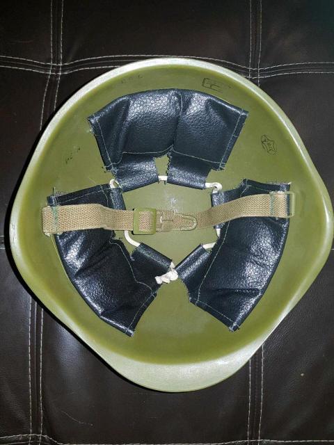 Стальной шлем образца 40-го года с кокардой, со всеми маркировками Есть небольшие коцки Торг