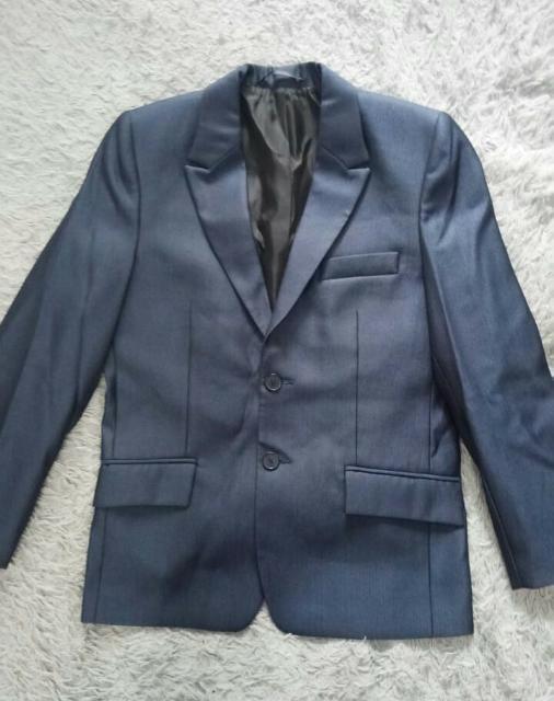 Продаю пиджак от костюма, новый на мальчика 10-11лет. 89644215731.