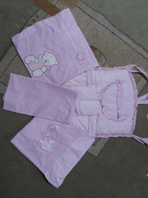 Продаю комплект постельного белья для девочки: 2 пододеяльника, простынь и бортик для мелких принадлежностей.