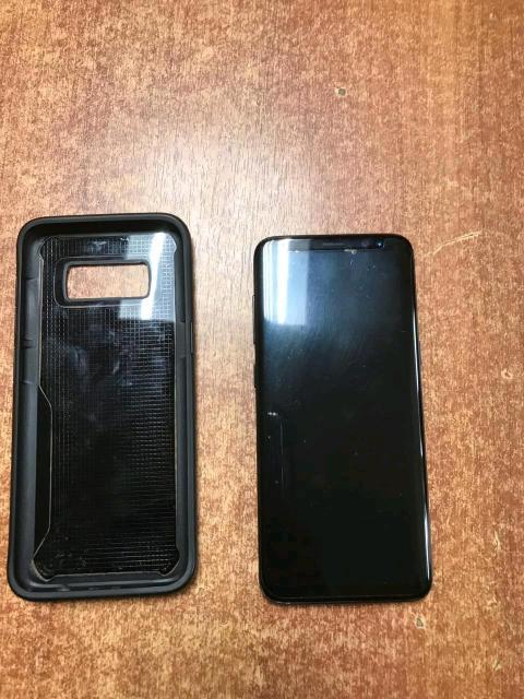 Продая очень хороший телефон    все есть  доки каробка наушник зарядник и + 4 чехол +один зарядник  никакой царапка нету   телефон очень хороший состояние
