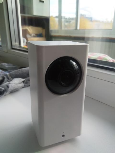 Смарт камера видеонаблюдения wi fi. IP-камера видеонаблюдения. Работает через приложение в телефоне, возможно слышать происходящие в помещении и разговора с абонентом.
