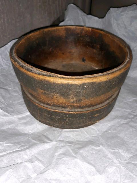 Продаю короб старинный якутский, начала 20 века. Цена договорная.