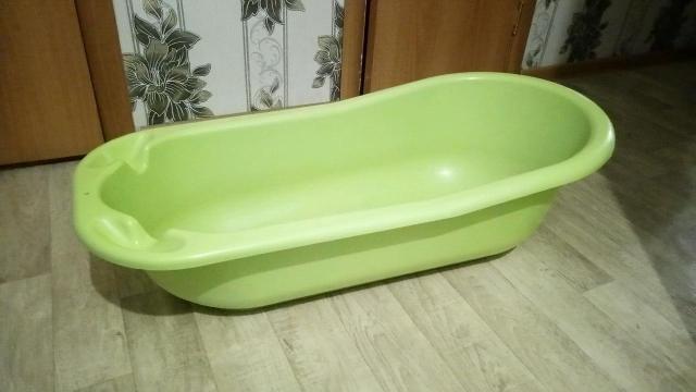 Срочно продам прочную, большую, детскую ванночку (самовывоз).  89991735368
