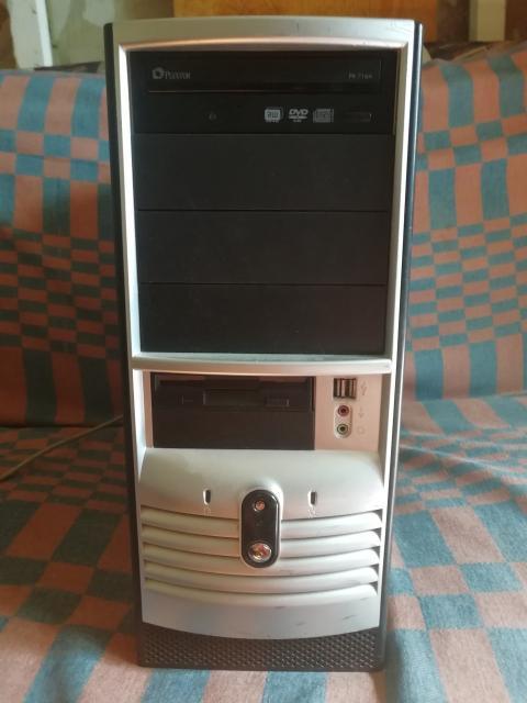 Системный блок 775 сокет. Процессор пентиум 4 или Dual Core E2180. Хард 80 гб. Видеокарта встроенная. ДВД привод есть. Блок питания 300 Вт. ОС Windows 7 Mac. ОЗУ DDR2. Отдам на запчасти. Не загружается винда. Так всё работает.