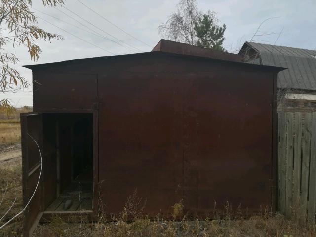 Продаю железный гараж под отделку размеры 7*4 торг при осмотре .
