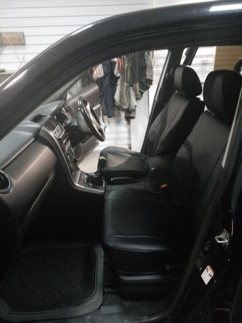 Продаю черный кожанный модельный чехол на SUZUKI ESCUDO/GRAND VITARA от 2005 г.в. Состояние отличное, сидит идеально.