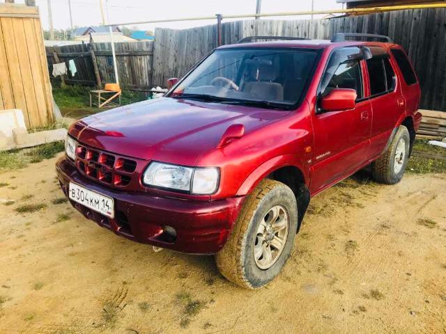 Продаю рамный джип исузу визард 2001г бензин V6 3.2 4вд(мост) по докам полная пошлина, птс дубликат, R16 литьё с хорошой резиной, лыжи, родные ветровики, цвет красный, обычная магнитола, цена 320 торг обмен интересует пишите ватсап 89142945052