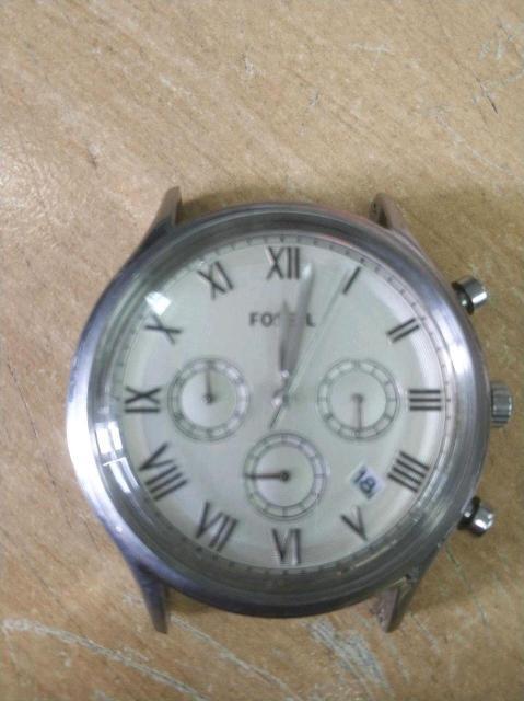 Отличные Наручные часы с хронографом. Кварцевые. Корпус сталь. Водозащита 50WR. Пара ремешков.