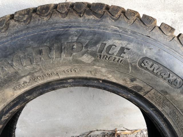 4 (Четыре) Зимние шины Goodyear Ultra Grip Ice Arctic SUV 245/70 R16 SUV 4x4. Покупал в ВИАНОРЕ дороже.  Отличное состояние.     Cоздана специально для эксплуатации в суровых зимних условияхЗимняя шипованная шина Goodyear UltraGrip Ice Arctic является новейшей разработкой известнейшего во всем мире североамериканского шинного гиганта.