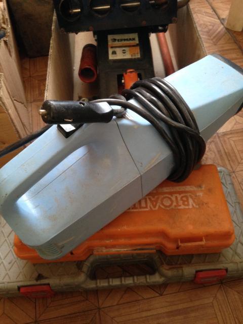 Продаю автомобильный пылесос. Работает от прикуривателя 12 вольт. В хорошем состоянии. Возможен торг. Реальному покупателю возможна доставка