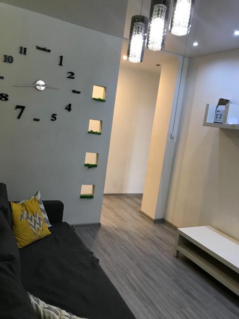 Продаётся ухоженная квартира в Сонате над озером,переделанная в 2хкомнатную,9 этаж из 10,красивый вид из окна на озеро,2лифта,консьерж,видеонаблюдение,развитая инфраструктура,рядом сады,Школа на 1 этаже дома Цена с мебелью и быт техникой 4400000(заезжай и живи Цена без Мебели 4200000