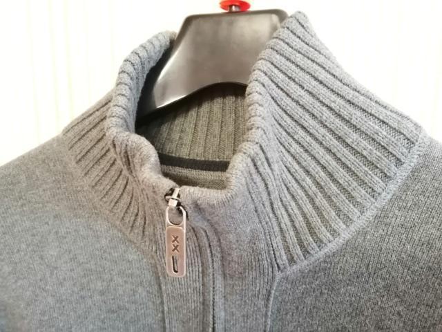 Стильный и теплый мужской свитер MEXX. Отлично подойдет для для делового стиля одежды.  Размер: S, 165/88A