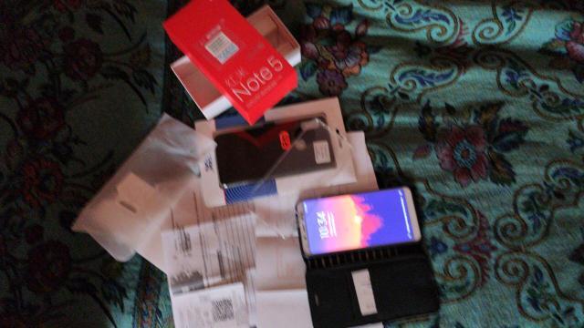 Продаю Redmi Note 5 Pro в отличном состоянии. В подарок 2 чехла книжка и один бампер.  Разрешение 5.99 дюйма IPS-дисплей с разрешением 2160×1080мегапикселе. 12 мпс основная камера с пикселями 1.25 мкм,апертурой f/2,2,фазовым фокусом и LED-вспышкой,5-мегапиксельная фронтальная камера,аккумулятор на 4000 мАч. Оперативная память:4/32 Гб. Контактный телефон:89241664430-есть вацап. Реальным покупателям скидка
