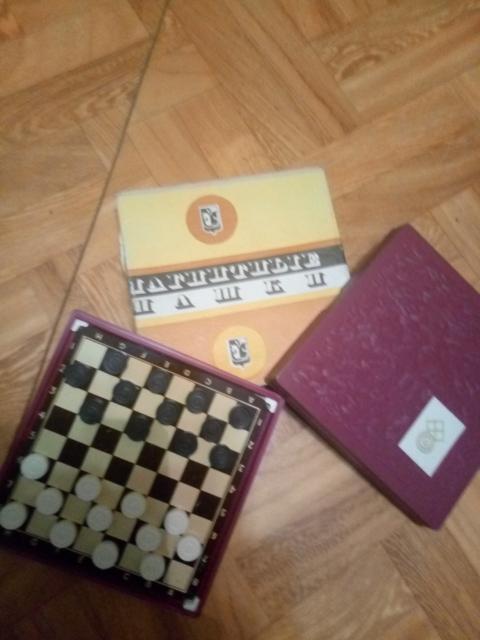 Набор шашек на магнитах карманного формата, состояние новое, в упаковке