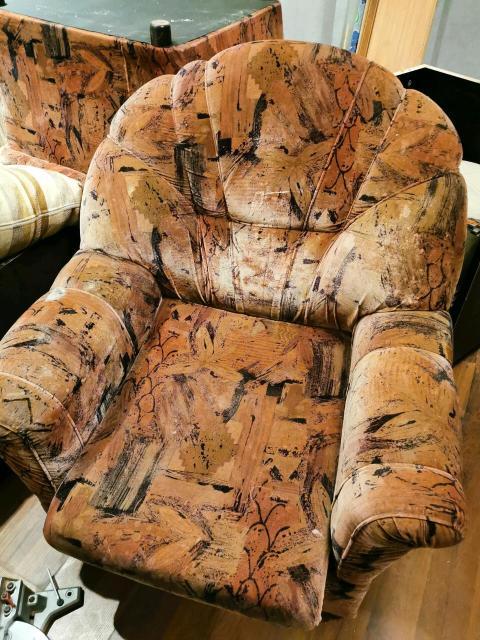 Продаю два кресла за 1000 рублей. Телефон 89148276873