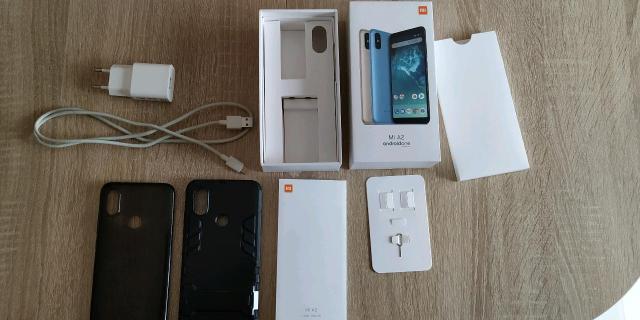 Xiaomi MI A2 Состояние идеальное, царапин нет Причина продажи: срочно нужны деньги Можно доставкой, просто скажите адрес, а я вам принесу Комплект: смартфон, коробка, документы, зарядное устройство, кабель Type-C, 2 чехла (защитный бампер с подставкой, черный силикон), защитное стекло, скрепка для лотка c SIM ОС: Android 9 Прошивка: Android One Материал корпуса: Алюминий Количество SIM-карт: nano SIM + nano SIM (или карта памяти до 256 гб) Экран: IPS, сенсорный, мультитач, емкостный, 6 дюймов, 2160х1080 пикс., 403 PPI, 18:9 Есть световая индикация Основная камера: 12мп + 20мп (2 камеры) Видео: 3840х2160, 120 FPS Есть светодиодная фотовспышка Фронтальная камера: 20мп GPS есть Процессор: Qualcomm Snapdragon 660, 8 ядер Видеопроцессор: Adreno 512 Оперативная память: 4гб Встроенная память: 64гб Аккумулятор: Li-polymer, 3010мА•ч, быстрая зарядка Датчики: освещенности, приближения, Холла, гироскоп, компас, считывание отпечатка пальца