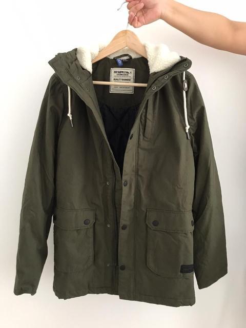 Продаю новую мужскую куртку-парку H&M, цвет: хаки, утепленная, размер S. Демисезонная.