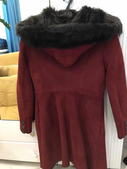 Продаю дублёнку с капюшоном и поясом 42-44 размер длина до колен, торг