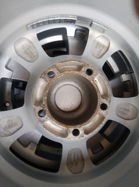 Резина YOKOHAMA 2011 года, шипы не все, размер диска 16*7 5/139,5 ЕТ +15 Четыре штуки Стояли на Эскудо