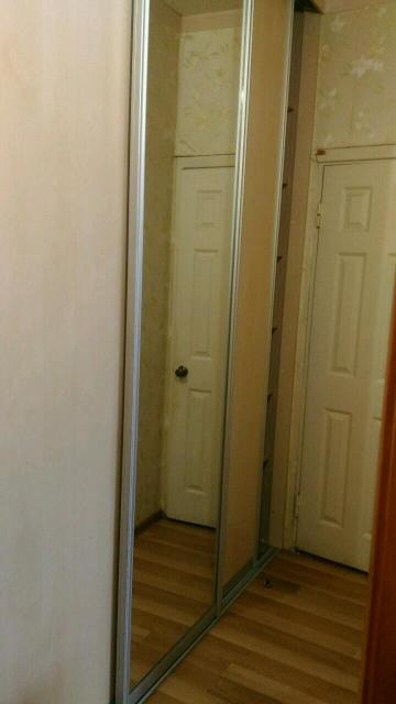 Сдаю на долгий срок 2 х комнатную ухоженную квартиру в Студгородке. Большая комната имеет передвигающиеся перегородки, поэтому разделяется еще на две комнаты. Утепленный балкон, где есть миниоранжерея. В кв есть бытовая техника, стиралка, холодильник, духовка, микроволновка,кровать 2 х спальная с ортопедическим матрацем, мебель и тд. Оплата в месяц 25 т рб плюс счетчики