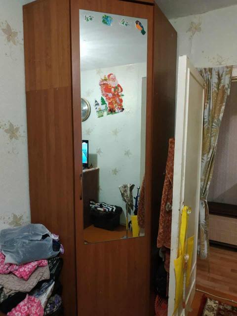 Продается угловой шкаф - прихожка в хорошем состоянии