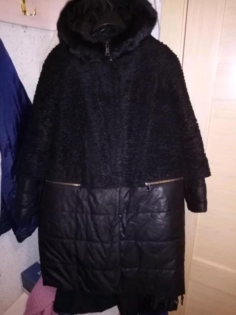 Качественная пальто пуховик сверху каракульча зимнее.