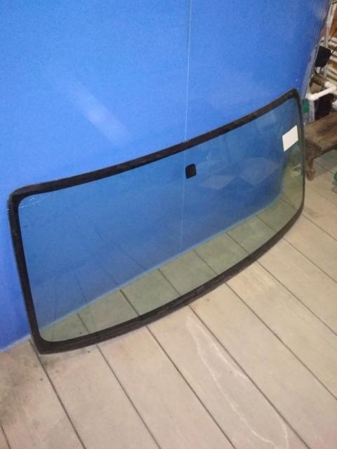 Продам лобовое стекло на Тойота Пробокс/Суксид. Есть небольшая трещина, на фото видно. Цена 1500 руб.