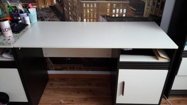 Продаю письменный стол 124*56см, высота 76см. Состояние нового. Самовывоз с центра.