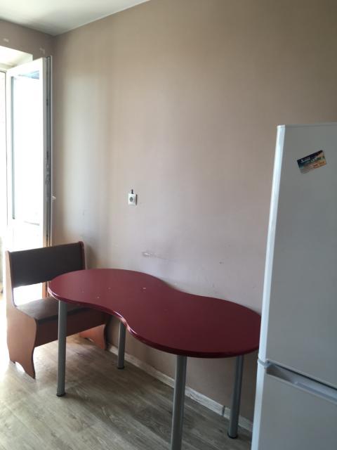 Сдаю 1-комн квартиру в центре платежеспособным гражданам на длительный срок. Предоплата за месяц. Полностью меблирована. Холодильник стиральная машинка, интернет, 25000 плюс счетчики и интернет