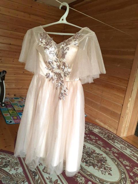 Продаю платье в хорошем состоянии 42 размер
