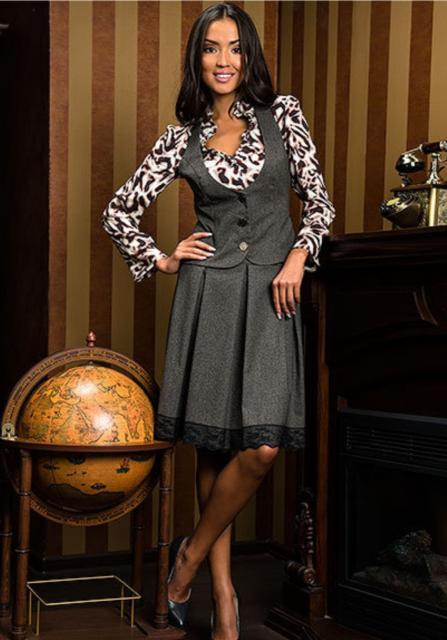 Костюм тройка (юбка, жакет, жилет) + блузка. Все, как на картинке. Одевался пару раз, в отличном состоянии.