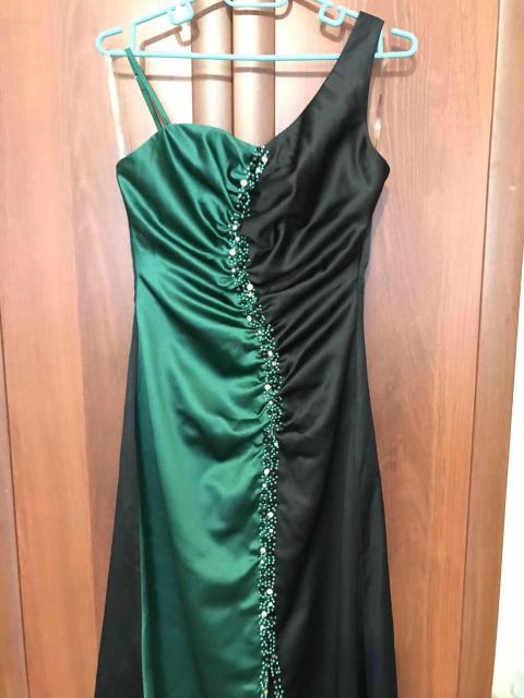 Продаю вечернее платье макси 42-44 размер;👗одевала один раз на фотосессию; качество и состояние отличное👌🏼👍🏼👍🏼😍