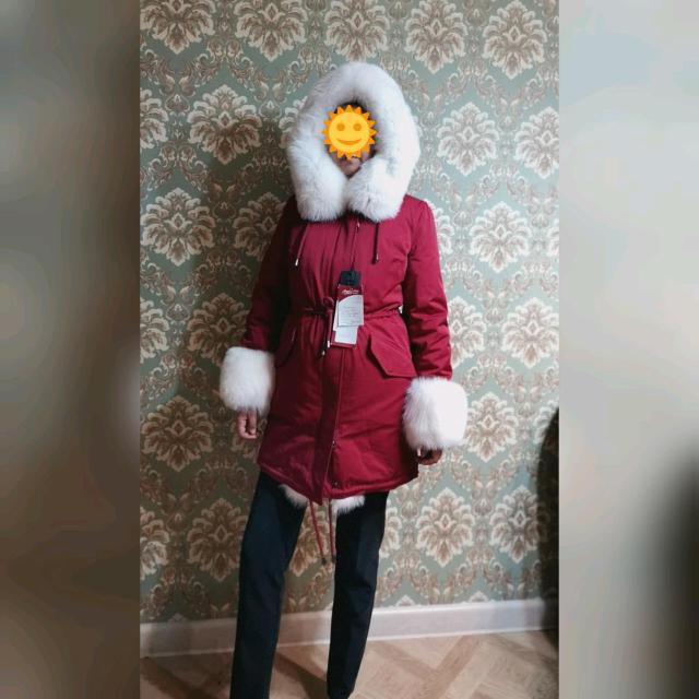 Продаю новую зимнюю куртку (Турция), размер 46-48. Изнутри натуральная овчина, до минус 40 градусов, мех натуральный песец, всё съёмное. Покупала осенью этого года за 53 тыс,  причина продажи: нужны деньги. Продаю за 35 тыс. Будьте обладательницей эксклюзивной и неповторимой куртки🥰 К. т. 89248770209