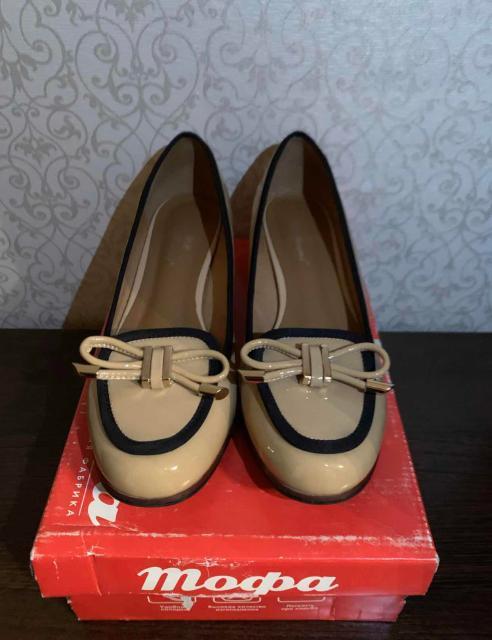 Продаю туфли, размер 38. Надевала 1 раз 3 года назад. Состояние идеальное. Брала за 4000