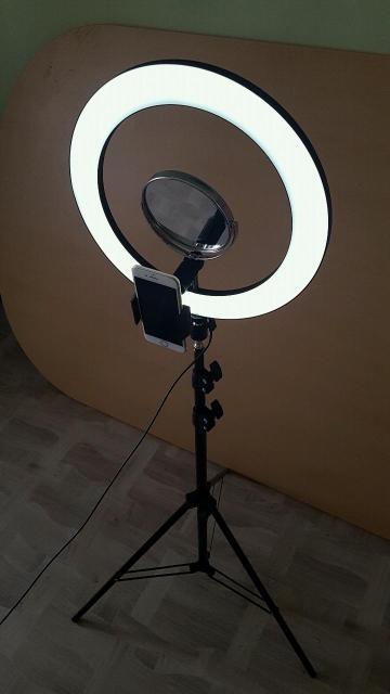 Кольцевая лампа с зеркалом и держателем телефона для селфи. Холодный и теплый свет. Регулировка яркости. Штатив 2 метра, регулировка по высоте.