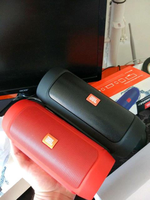 Мега популярные блютуз колонки Jbl!  ☑️ Лучшее качество по сравнению с другими аналогами! ✅Чистый и мощный звук,стере динамики + вуферы для объемного баса ✅Компактная и легкая ✅Противоударный резиновый корпус ✅ Защита от воды ✅Мощный Li-ion аккумулятор, ⚡ более 10 часов непрерывной работы ✅Используй как Power Bank для подзарядки мобильных устройств. В наличии черного, синего, красного цветов. Состояние новые. Идеальный вариант для подарка себе и близким. ☑️Гарантия на товар 💯% ТЦ Олонхо, маг-н Полочка