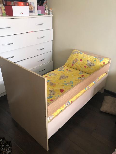 Продаю детскую кровать длина 128 см с матрасом хорошее состояние,самовывоз