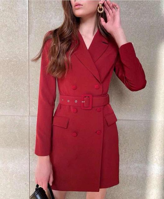 Красивое модное платье винного цвета.