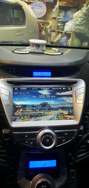 Продаю отличную заводскую автомагнитолу на hyundai avante или Elantra, V поколение, с 2012-2015 года можно поставить, состояние как новая, все работает, блютуз тел, тv, gps navigator navitel последняя прошивка, флешка usb, micro sd, cd-dvd, aux, датчик термометр с наружи, светодиодные часы, поддержка мульти-руль!!!
