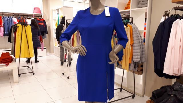 Платье ярко синего цвета, приталенное,46 разм., сидит на фигуре идеально, на подкладе, Италия .BESSINI.