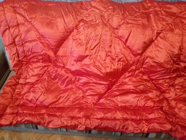 Одеяло пуховое, 2-х спальное, размерами 2,1 м. на 1,.6 м. состояние совершенно новое-не использовалось-3 т.р. смс нет, торг при покупке,звонки.