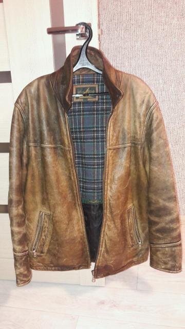 Винтажная куртка, в отличном состоянии из толстой мягкой кожи , искуствено состареная , что придает куртке отличный внешний вид .    размер 48-50 отправка в районы.
