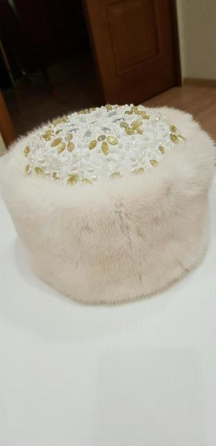 Норковая шапка со стразами в хорошем состоянии