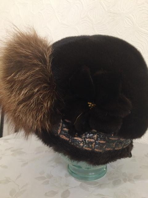 Шапка женская размер 59-60 размер. теплая зимняя.